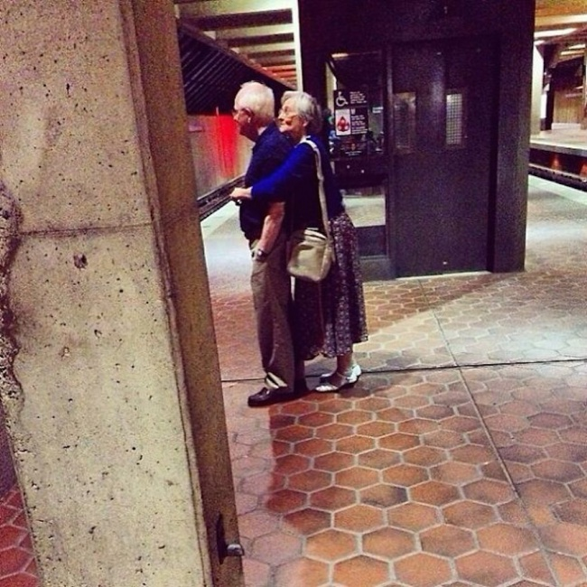 582605-xx-photos-proving-that-couples-can-have-fun-at-any-age__605-650-d672bfb2e0-1484729715