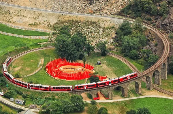 a100025_train-passing_5-spiral