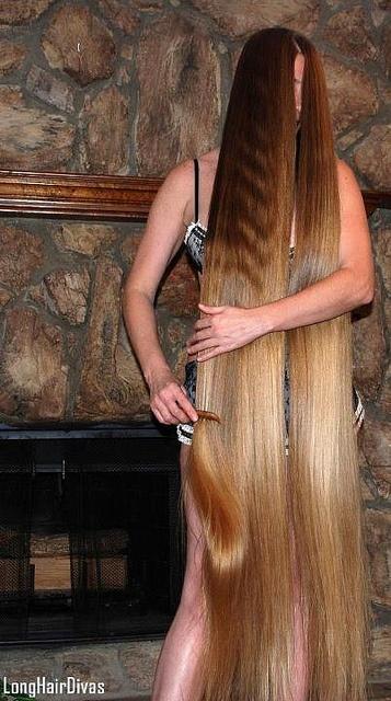 9a43e4ccfb1ed7e3f5db8883c817945b--brushing-very-long-hair