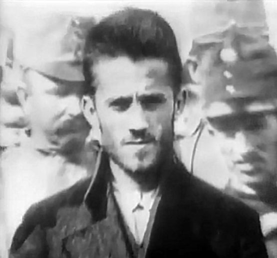 Gavrilo_Princip,_outside_court
