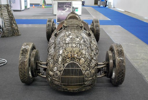 giants_of_steel_cars_made_out_of_junk_metal_art26