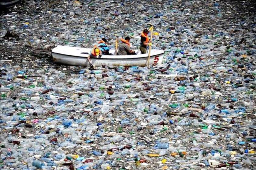 How-to-Get-Rid-of-the-Plastic-Polluting-the-Ocean