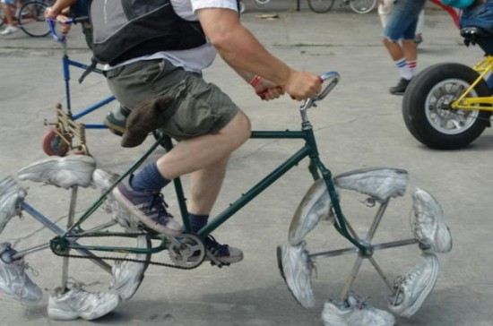 Imaginative-and-Inventive-Bicycle-Modifications-004-550x364