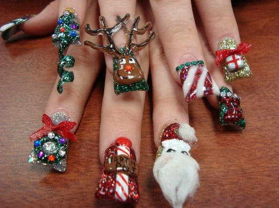 16-cool-christmas-nail-designs-6