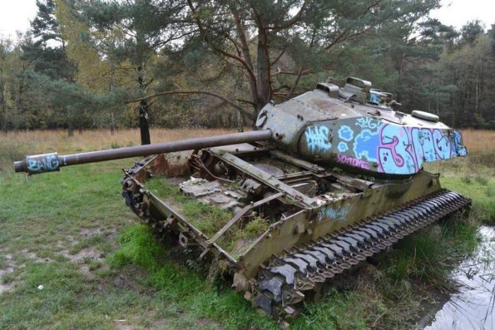 abandoned_tanks_01