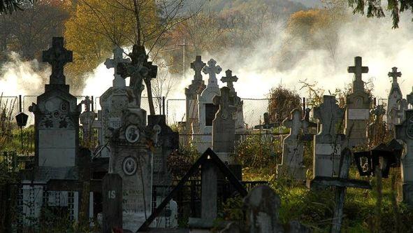 Ce-inseamna-cand-visezi-un-cimitir-Interpretarea-visului-in-care-apare-un-cimitir