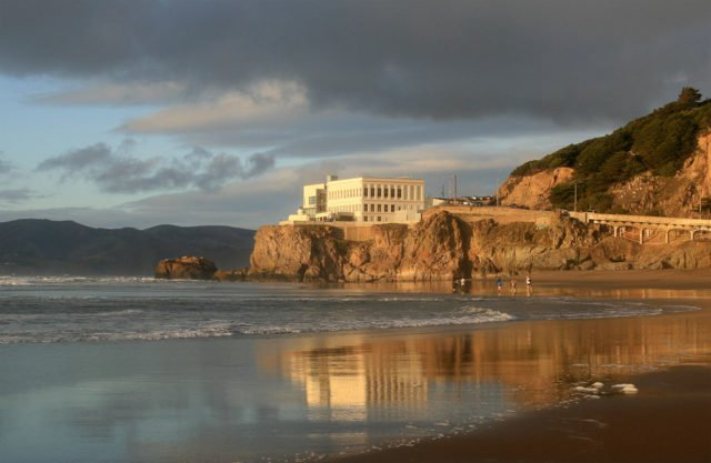 Cliff-House-from-Ocean-beach-2010-640x417