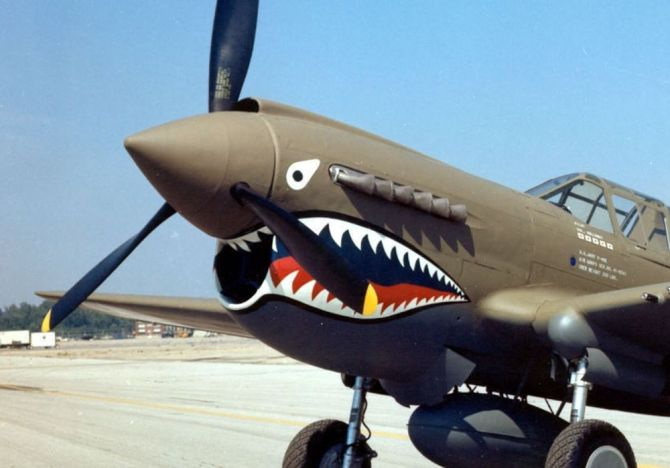 Curtiss_P-40E_Warhawk_2_USAF