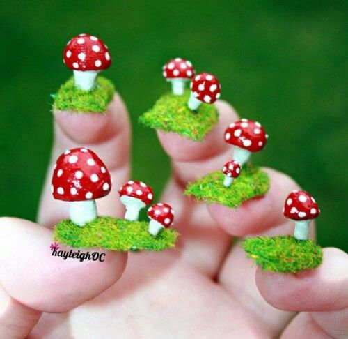 Mushrooms-nail-art-design