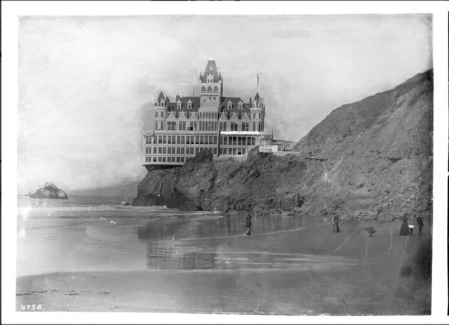 San-Franciscos-Cliff-House-Restaurant-ca.1900-640x463
