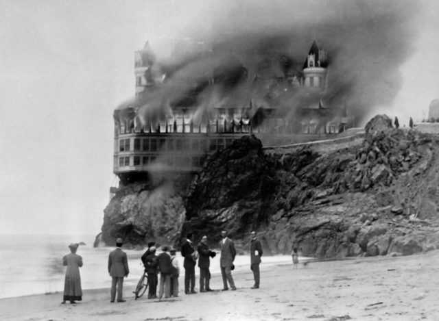The-Cliff-House-hotel-burns.Source-Library-of-Congress-640x469