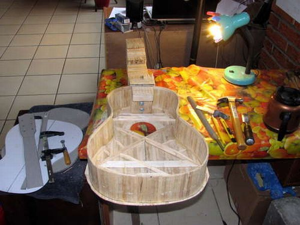 guitar_made_with_popsicle_sticks_10
