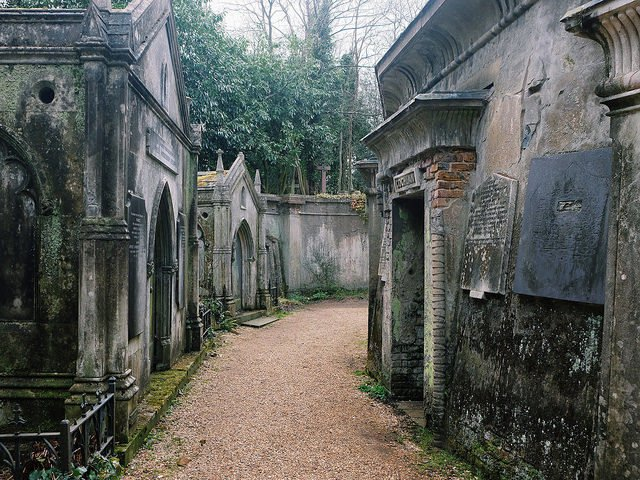 There-are-many-other-prominent-figures-Victorian-and-otherwise-buried-at-Highgate-Cemetery.-Photo-Credit-640x480
