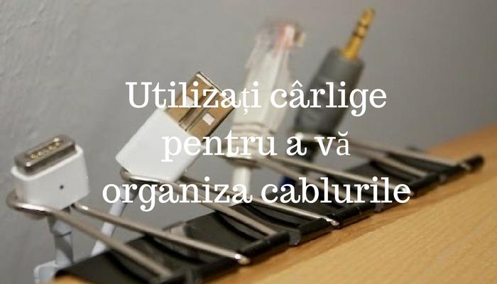 Utilizați cârlige pentru a vă organiza cablurile
