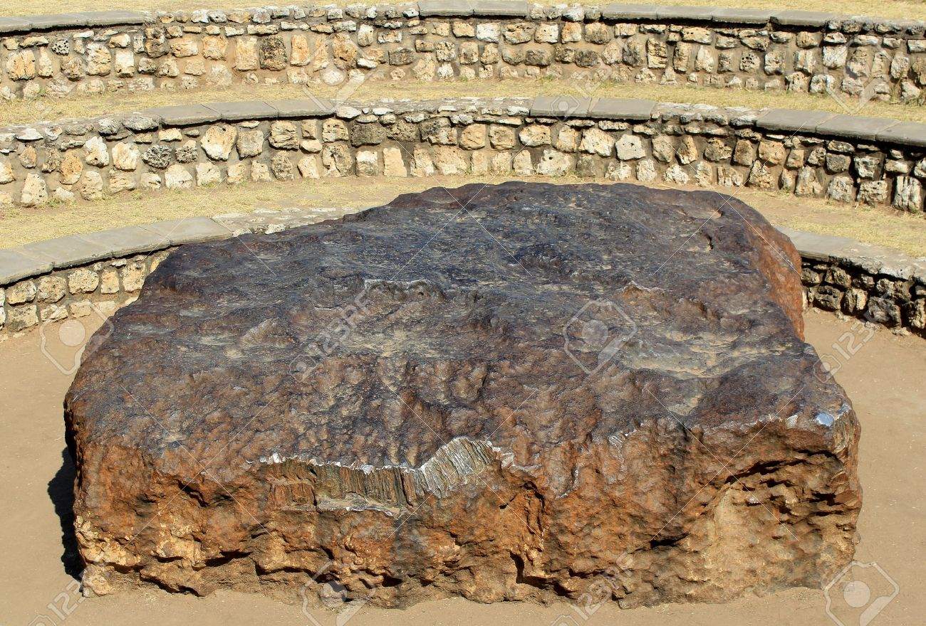 16298737-Hoba-meteorite-the-largest-meteorite-ever-found-and-the-most-massive-naturally-occurring-piece-of-ir-Stock-Photo