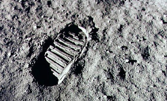 120827_SCI_Armstrong-footprint.jpg.CROP.rectangle3-large