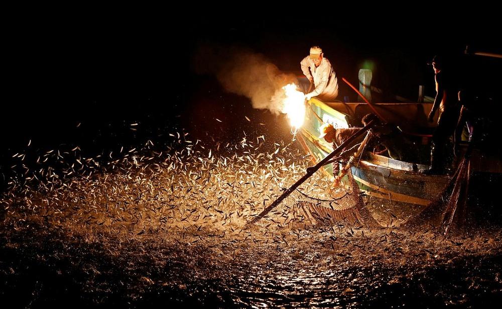 Pescuitul cu foc sulfuros.