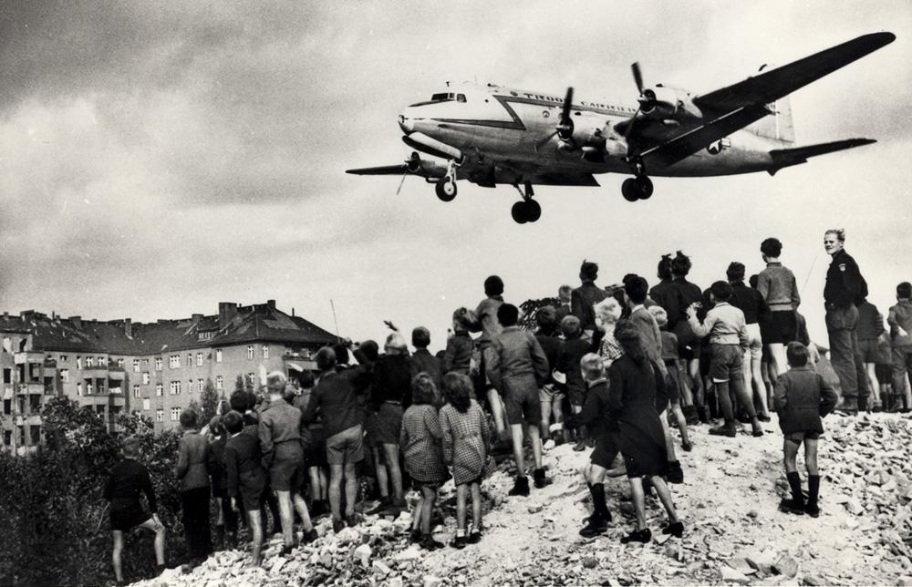 Bombardierul care arunca dulciuri in Berlin